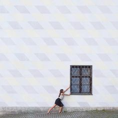 In their collection of architecture photography, artistic couple Anna Devis and Daniel Rueda playfully interact with buildings around the world. Travel Around The World, Around The Worlds, Street Photography, Fashion Photography, Minimalist Photography, Booth Design, Life Humor, Travel Couple, Architecture