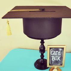 Caja para lluvia de sobres con forma de centro de mesa para fiesta de grado. #FiestaDeGrado