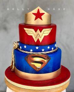 Superhero cake for fraternal twins! Wonder Woman Wedding, Wonder Woman Cake, Wonder Woman Birthday, Wonder Woman Party, Superman Wonder Woman, Superman Wedding Cake, Superman Party, Superman Birthday, Twin Birthday