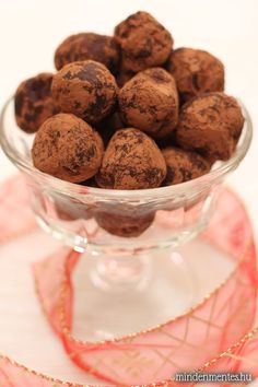 Nóri's ingenious cooking: Cherry chilli truffles that make you forget they're actually sugar- and dairy-free Raw Desserts, Gluten Free Desserts, Delicious Desserts, Dessert Recipes, Yummy Food, Best Gluten Free Recipes, Sweet Recipes, Whole Food Recipes, Vegan Candies