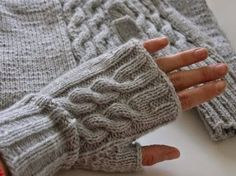 Knitting accessorizes for you and yours home. Crochet Mittens, Knitted Shawls, Knit Crochet, Crochet Hats, Knitting Patterns Free, Knit Patterns, Free Knitting, Wrist Warmers, Hand Warmers