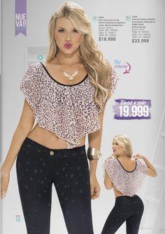 Blusa tipo ruana con top interno. Moda colombiana de Carmel. ¿Es sexy?