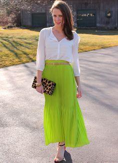 Lime green maxi skirt, white blouse, nude belt and heels Maxi Skirt Outfits, Long Maxi Skirts, Maxi Dresses, Neon Skirt, Penny Pincher Fashion, White Maxi, Skirt Fashion, Women's Fashion, Fashion Looks