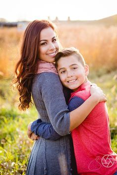 👶Family DIY activities with kids & children? for awesome home indoor craft hobbies for child … Family Portrait Poses, Family Picture Poses, Fall Family Photos, Family Photo Sessions, Family Posing, Family Pics, Mother Son Photography, Children Photography, Family Photography