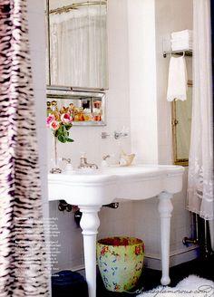 Betsey Johnson's Pretty NYC Bathroom.