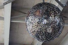 8.) piezas de la bici de repuesto creado esta lámpara épica.