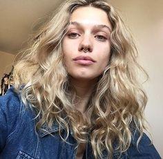 Time for an iced coffee Cut Her Hair, Hair Color And Cut, Hair Cuts, Curly Hair Styles, Natural Hair Styles, Blonde Wavy Hair, Piercings, Dream Hair, Hair Looks