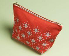 DIY Stenciled Make-Up Bag/Pouch, Martha Stewart Crafts™ Arabesque Stencil Martha Stewart Stencils, Martha Stewart Crafts, Fabric Crafts, Sewing Crafts, Sewing Projects, Diy Crafts, Diy Tote Bag, Diy Bags, Stencil Diy
