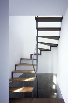 Stairwell - Japanese home design