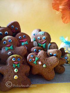 Facciamo insieme una banda di allegri biscotti omini natalizi per cominciare a sentire la calda atmosfera del Natale. Let us together a band of merry men cookies for Christmas begin to feel the warm atmosphere of Christmas