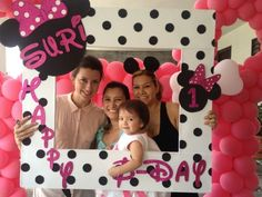 minnie photo frame for pics Minnie Mouse Theme Party, Minnie Mouse 1st Birthday, Mickey Party, Mouse Parties, First Birthday Parties, First Birthdays, Birthday Ideas, Art Festa, Idee Baby Shower