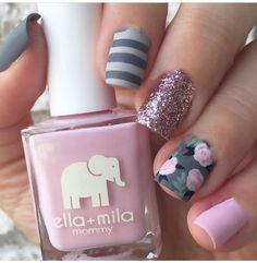 Here we see what I mention in previous image. Grey color is combined with pink roses and green details. One nail is in very light pink shade. There's also a little bit of black color, and beautifully golden sparkle on middle finger.love the roses