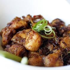 Vietnamese Lemongrass Chicken (via www.foodily.com/r/3TD7JV2zF)