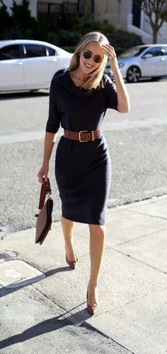 It is very important to make your work outfits work. To help you give some outfit ideas, here are stylish, yet professional casual fall work outfits ideas #womenworkoutfits #women'scasualclothes #casualworkoutfit