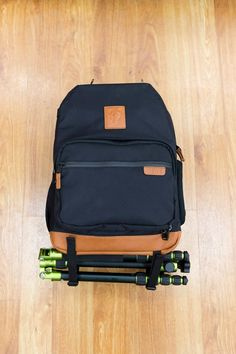 The bottom straps serve as a tripod holder, but can also be used to carry a pennyboard or a sleepingbag