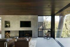 salon cheminée - Oak Pass Guest par Walker Workshop - Los Angeles, Usa