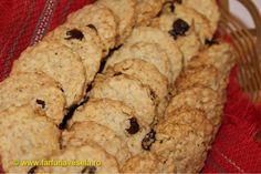 Biscuiti de casa cu fulgi de ovaz si stafide Mini Foods, Macarons, Deserts, Muffin, Vegan, Cookies, Breakfast, Recipes, Ornament