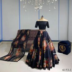 Lehenga Choli Designs, Ghagra Choli, Lengha Choli Designer, Lehenga Choli Online, Designer Bridal Lehenga, Bridal Lehenga Choli, Indian Fashion Dresses, Indian Gowns Dresses, Dress Indian Style