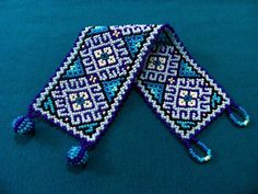 Huichol Bracelet and Hoop Earrings Turquoise Blues por ManoDeGato Netted Bracelet, Woven Bracelets, Seed Bead Bracelets, Seed Beads, Native American Jewellery, Native American Beading, Peyote Patterns, Bracelet Patterns, Native Beadwork