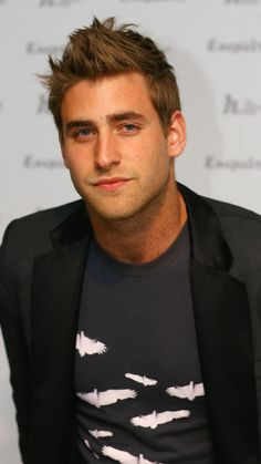 Oliver Jackson Cohen, Elizabeth Moss, Greek Girl, Man Of The House, Invisible Man, Best Horrors, Handsome Actors, Boy Hairstyles, Esquire