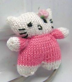 how to: knitted Hello Kitty doll's doll