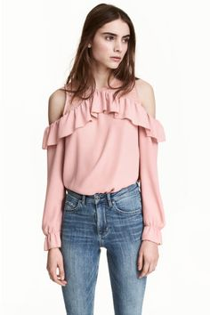 Cold shoulder blouse: CONSCIOUS. Blouse in an airy weave with a round neck and wide flounce at the top, cut-out sections on the shoulders and long sleeves with elastication and a flounce at the cuffs. The blouse is made partly from recycled polyester.