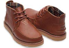 Ein Schuh für jede Gelegenheit: Der neue Chukka ist nicht nur schick, sondern auch unglaublich vielseitig. Mit seinem weichen Obermaterial aus Leder, das lässig und zugleich elegant wirkt, passt er zu jedem Outfit. Und mit seinem Futter aus Segeltuch und der atmungsaktiven Innensohle ist er der Inbegriff von Komfort bei Abenteuern jeder Art.<br /><br />    Obermaterial aus Leder<br />    Laschenzwickel<br />    Geformtes Fußbett<br />    Robuste Laufsohle<br /><br />    Für jedes gekaufte…