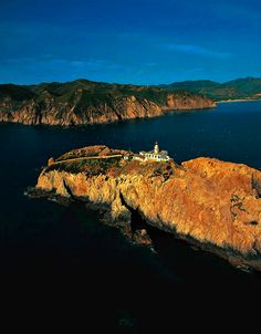 Srigina is an island located at the western entrance of the harbor of Skikda in Algeria.