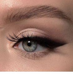 eyeliner eyeshadow looks / eyeliner eyeshadow ; eyeliner eyeshadow looks ; eyeliner eyeshadow how to apply Makeup Goals, Makeup Inspo, Makeup Ideas, Makeup Tutorials, Contour Makeup, Skin Makeup, Eyeliner Makeup, Eyeliner Waterline, Smokey Eyeliner