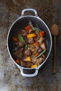 Navarin of lamb with chestnut and pumpkin - Viandes & volailles - Meat Recipes Lamb Recipes, Meat Recipes, Indian Food Recipes, Appetizer Recipes, Chefs, Vegetarian Mexican Recipes, How To Cook Corn, Fast Food, Chowder Recipes