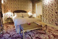 SITE OFFICIEL - Les six chambres luxueuses de la Grande Maison, hôtel de luxe à Bordeaux offrent une décoration au style Napoleon III revisité - MEILLEURS TARIFS GARANTIS http://amzn.to/2tmI0Ts