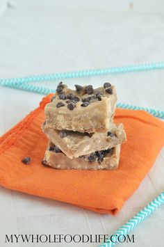 Salted Caramel Fudge made healthier! Vegan, gluten free and paleo approved. Only 7 ingredients!