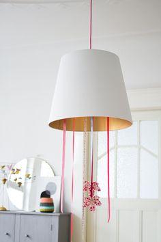 DIY: VISTE DE COLORES CUALQUIERA DE TUS LAMPARAS | Decorar tu casa es facilisimo.com