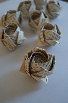 Origami rose bulbs-DIY rose bouquet-old book page origami roses- wedding favor- ., , Origami rose bulbs-DIY rose bouquet-old book page origami roses- wedding favor- table decoration- confett old book page origami roses wholesale weddin. Origami Rose, Origami Ball, Money Origami, Paper Crafts Origami, Origami Wedding, Oragami, Old Book Crafts, Book Page Crafts, Old Book Pages