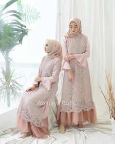 Dress Brukat, Hijab Dress Party, Hijab Style Dress, Dress Outfits, Dress Shoes, Shoes Heels, Dress Muslim Modern, Muslim Dress, Dress Brokat Modern