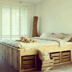 Palette & crate bed