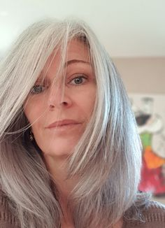 Beautiful Old Woman, Stunning Women, Amazing Women, Gray Hair Growing Out, Grow Hair, Silver Grey Hair, Going Gray, Grow Out, Aging Gracefully