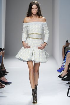 The Balmain spring/ summer 2014 collection designed by Olivier Rousteing was today introduced to the public scrutiny in the framework of Paris Fashion Week. Modern Fashion, High Fashion, Fashion Show, Fashion Outfits, Womens Fashion, Fasion, Paris Fashion, Runway Fashion, Spring Summer
