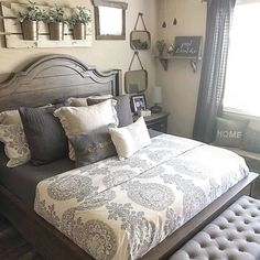 Rustic farmhouse bedroom Country Master Bedroom, Beds Master Bedroom, White Rustic Bedroom, Master Bed Room Ideas, Rustic Romantic Bedroom, Country Headboard, Bedroom Comforters, Rustic Bedroom Design, Farm House Headboard