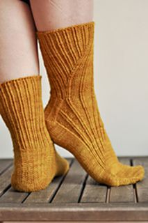 EliseDupont's Mustard all over my feet – Awesome Knitting Ideas and Newest Knitting Models Knitted Slippers, Wool Socks, Knit Mittens, Loom Knitting, Knitting Socks, Hand Knitting, Vintage Knitting, Crochet Shoes, Knit Crochet