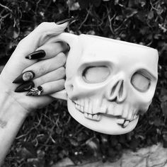 Lovely skull coffee mug for drinking the tears of my enemies Coffee Cups, Tea Cups, Catty Noir, Goth Home, Coffee Is Life, Gothic Home Decor, Gothic House, Cute Mugs, Ring Verlobung