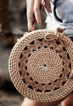 The home of Ellen and James' luxury handmade basket bags, crochet beachwear & accessories in natural tones created for endless summer days. Round Basket, Round Bag, Crochet Handbags, Crochet Purses, Crochet Purse Patterns, Bag Women, Basket Bag, Crochet Basics, Knitted Bags