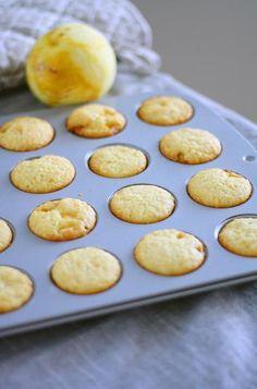 Minikokoiset sitruuna-valkosuklaamuffinit