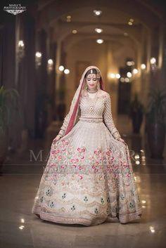 My Unique Choice - Afuni's Knowledge Hub New Wedding Dress Indian, Pakistani Wedding Outfits, Pakistani Wedding Dresses, Bridal Outfits, Pakistani White Dress, Pakistani Dresses Casual, Pakistani Dress Design, Indian Dresses, Pakistani Couture