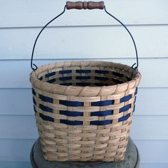 Joanna's Collections offers a collection of fully functional, specially designed, hand-woven baskets, kits, and patterns that will last for years. Bamboo Basket, Wicker Baskets, Weaving Art, Hand Weaving, Basket Weaving Patterns, Twig Furniture, Basket Crafts, Spinning Yarn, Craft Bags