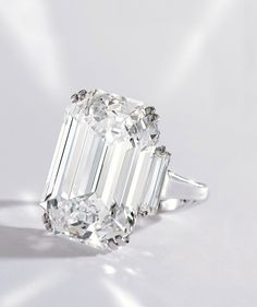Platinum and Diamond Ring by Graff - D color, Type IIa diamond of 22.16 carats - Sotheby's