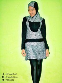 Kode: BRMD201428, Harga: IDR 185.000. Baju renang muslimah dewasa berwarna dasar hitam kombinasi motif abstrak. Unik, modis dan elegant. Model baju dan celana renang terpisah, dilengkapi jilbab. Resleting disisipkan di depan baju untuk memudahkan pemakaian.