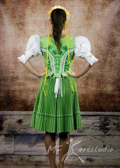 Šariš, Slovakia Lily Pulitzer, Sari, Dresses, Fashion, Vestidos, Moda, Saree, Gowns, Fasion