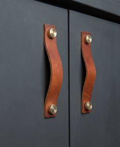 kitchen door handle thor chestnut & brass