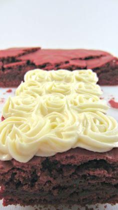 Red Velvet Brownie, crèmage au Chocolat Blanc - J'amène Le Dessert
